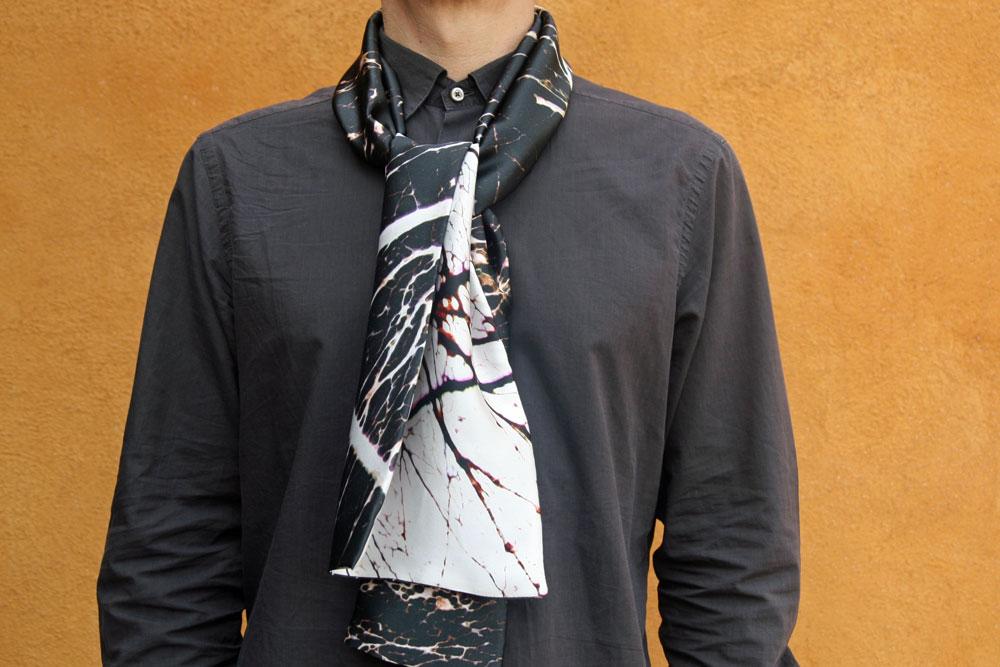 foulard homme soie imprimé sur mesure. echarpe masculine soie perssnnalisée 947b587e6ed