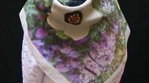 Carré de soie de 90×90 : pourquoi choisir (ou pas) ce format de foulard ?