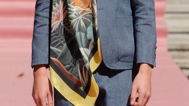 Jorge Vázquez: silk scarfs for men in his fashion show for summer 2015
