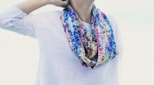 Grafitti blue and ìnk infinity silk scarf - Fibra Creativa