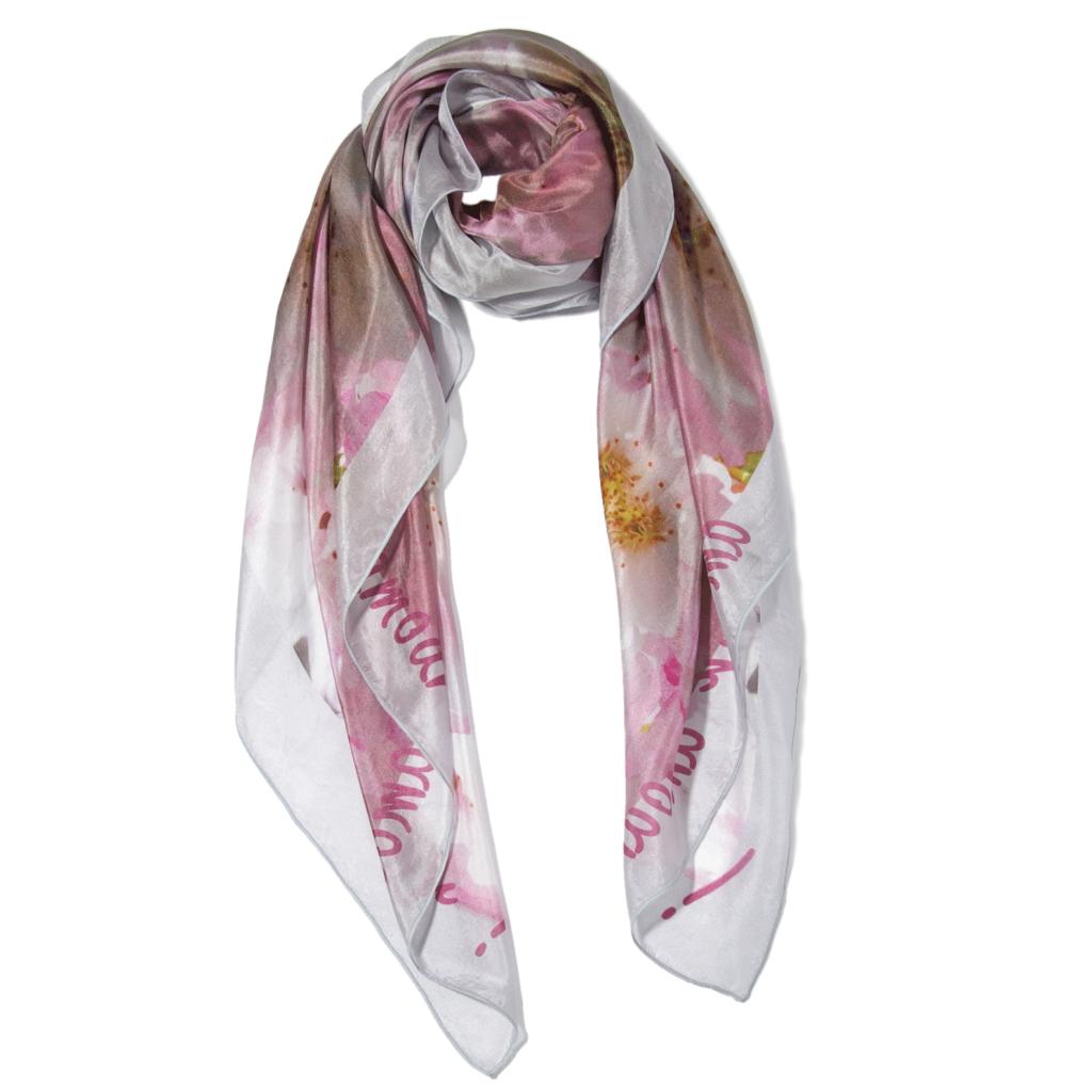 Foulard en soie romantique imprimé fleurs roses