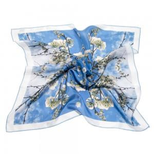 pañuelos de seda azul con flores de cerezo blancas