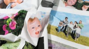 Panel con sus fotos impresas en tela